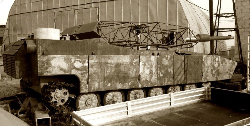 действующий макет американского танка Абрамс М1А1-практически в полную величину