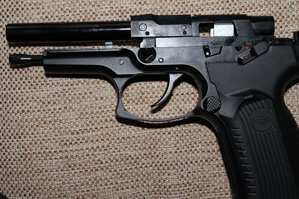 Пистолет легко разбирается для чистки